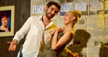 """""""Blonda din vecini"""" – Teatrul Rosu"""